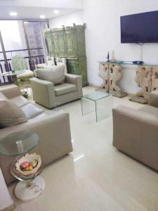 Gallery Cover Image of 1248 Sq.ft 3 BHK Apartment for buy in Andheri West for 30000000