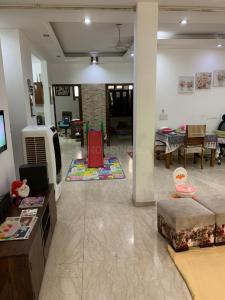 Gallery Cover Image of 1800 Sq.ft 2 BHK Independent Floor for rent in Saket for 50000