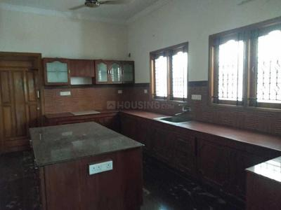 Gallery Cover Image of 3000 Sq.ft 4 BHK Independent House for rent in Madipakkam for 30000