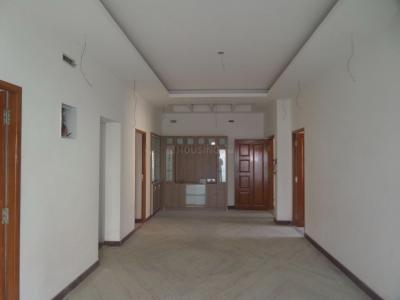 Gallery Cover Image of 1100 Sq.ft 3 BHK Apartment for rent in Maduravoyal for 35000