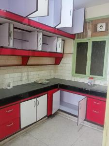 Gallery Cover Image of 2100 Sq.ft 4 BHK Apartment for rent in Apex Nanda Devi CGHS, Sector 10 Dwarka for 30000