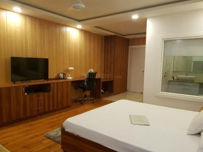 Gallery Cover Image of 1200 Sq.ft 3 BHK Apartment for rent in Sector 135 for 30000