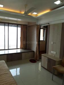 Gallery Cover Image of 1200 Sq.ft 2 BHK Villa for rent in Juhu for 300000