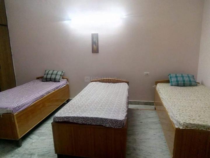 सेक्टर 82 में धरम गर्ल्स पीजी के बेडरूम की तस्वीर