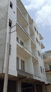 Gallery Cover Image of 811 Sq.ft 2 BHK Independent Floor for buy in Sector 105 for 2800000