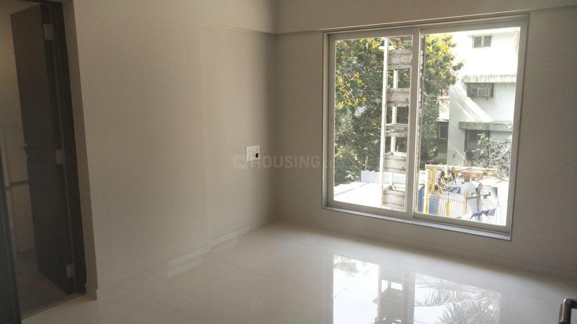Bedroom Image of 900 Sq.ft 2 BHK Apartment for buy in Malad West for 15100000