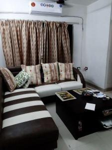 Gallery Cover Image of 460 Sq.ft 1 BHK Apartment for rent in Kandivali East for 18000