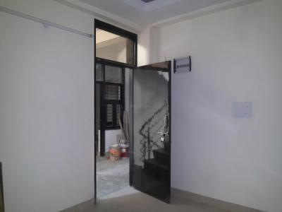 Gallery Cover Image of 560 Sq.ft 2 BHK Apartment for rent in Sector 4 Rohini for 9400