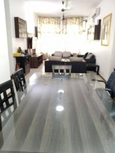 Gallery Cover Image of 1500 Sq.ft 4 BHK Apartment for rent in Jasmine, Bandra East for 150000