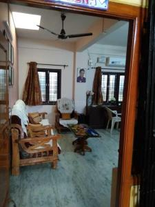 Gallery Cover Image of 1050 Sq.ft 2 BHK Apartment for buy in Begumpet for 6050000