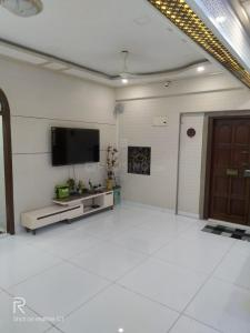 Gallery Cover Image of 1280 Sq.ft 3 BHK Apartment for rent in Shubh ApartmentsLtd., Worli for 85000