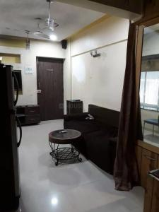 Gallery Cover Image of 350 Sq.ft 1 RK Apartment for rent in Navbharat Sahyog Co-Operative Housing Soceity, Goregaon East for 19000