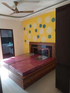 Gallery Cover Image of 980 Sq.ft 3 BHK Apartment for rent in Dwarka Mor for 15000