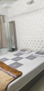 Gallery Cover Image of 552 Sq.ft 2 BHK Apartment for buy in Marathon Cosmos, Mulund West for 16000000