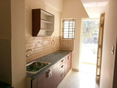 Gallery Cover Image of 600 Sq.ft 1 BHK Apartment for rent in Arjun Mahatej Apartment, Marathahalli for 15600