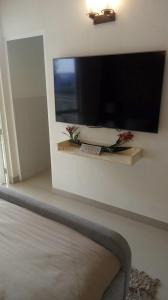 Gallery Cover Image of 800 Sq.ft 2 BHK Apartment for rent in Sector 70 for 8000