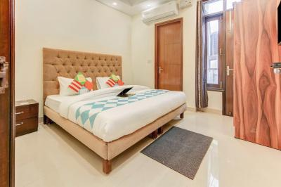 Gallery Cover Image of 900 Sq.ft 2 BHK Independent Floor for rent in Chhattarpur for 28000