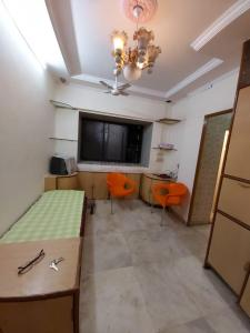 Gallery Cover Image of 550 Sq.ft 1 BHK Apartment for rent in Kishore Villa, Prabhadevi for 35000
