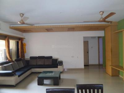 Gallery Cover Image of 1900 Sq.ft 5 BHK Apartment for rent in Wadala East for 110000