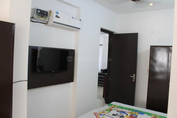 सुशांत लोक आई में अविस्स होम्स में बेडरूम की तस्वीर