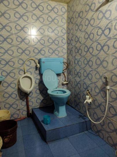 बकसरा में प्रबीर कुमार मैटी के बाथरूम की तस्वीर