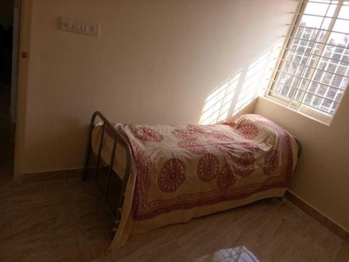 गुट्टाहल्ली में राज वास्तव्य बॉइज़ पीजी में बेडरूम की तस्वीर