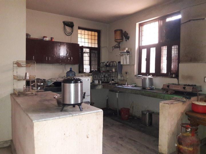 सेक्टर 38 में परमवीर बॉइज़ पीजी के किचन की तस्वीर