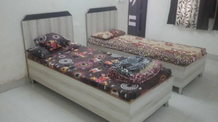सेक्टर 17 में महादेव पीजी के बेडरूम की तस्वीर