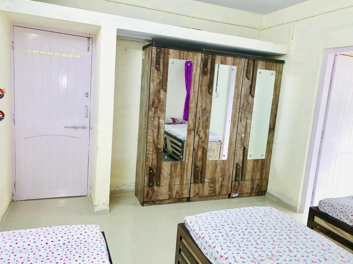 नवरंगपुरा में सिटी हाउस पीजी के बेडरूम की तस्वीर