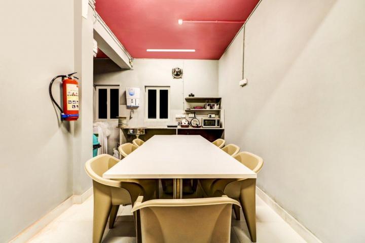 Dining Area Image of Oyo Life Kol1298 in Taltala