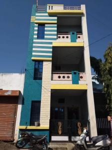 Gallery Cover Image of 2000 Sq.ft 2 BHK Independent House for buy in Rau for 4200000