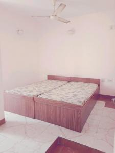 Gallery Cover Image of 1200 Sq.ft 2 BHK Independent Floor for rent in Shanti Nagar for 30000