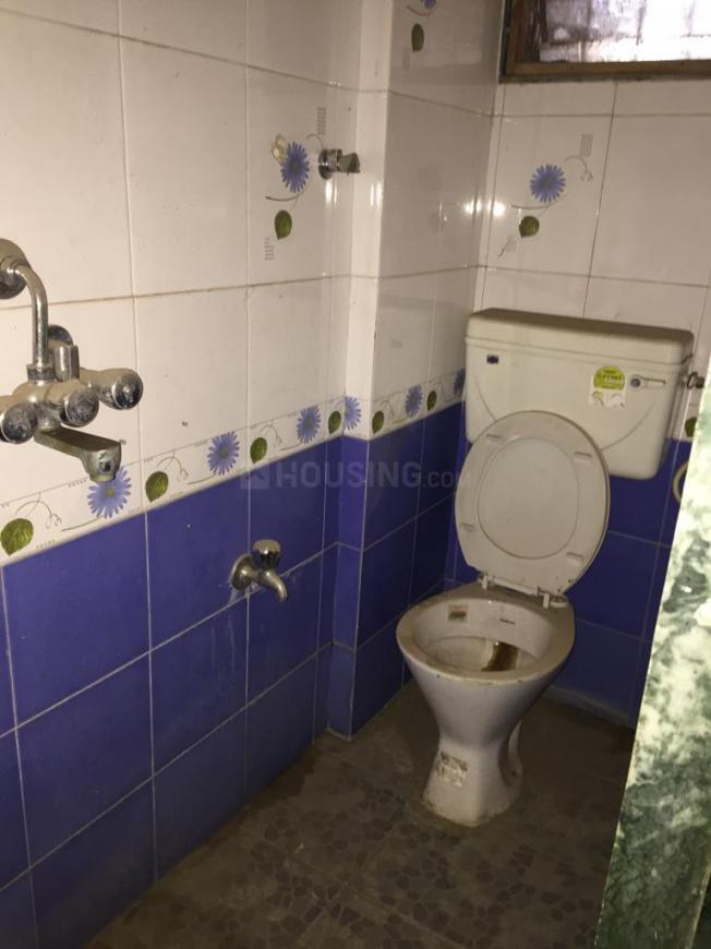 Common Bathroom Image of 650 Sq.ft 1 BHK Apartment for rent in Vichumbe for 7500