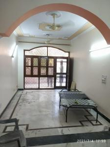 Gallery Cover Image of 1000 Sq.ft 2 BHK Independent Floor for rent in Preet Vihar for 15000