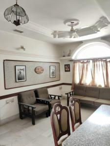 Gallery Cover Image of 909 Sq.ft 2 BHK Apartment for rent in Navrangpura for 23000