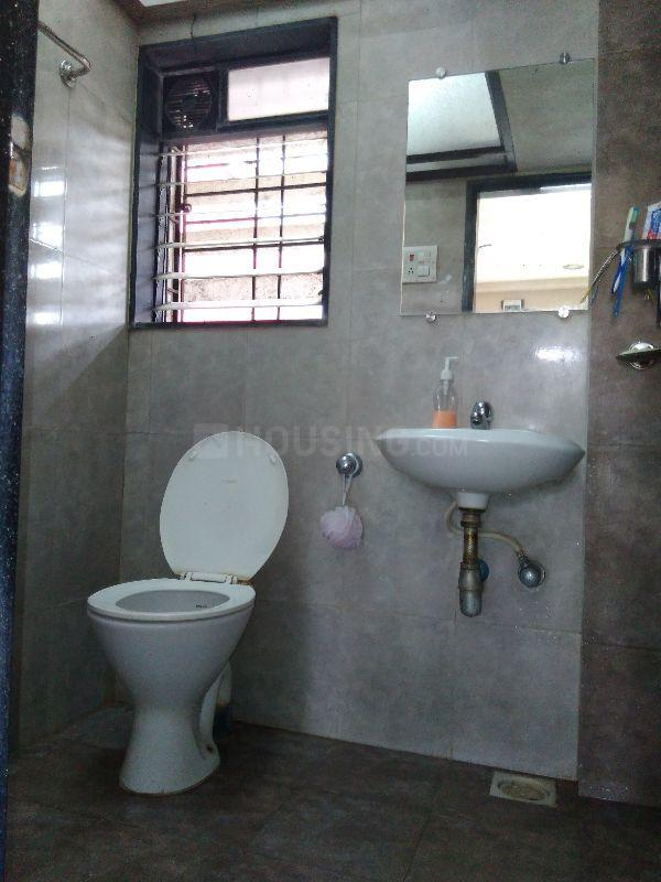 Bathroom Image of 880 Sq.ft 2 BHK Apartment for buy in Mulund East for 13200000
