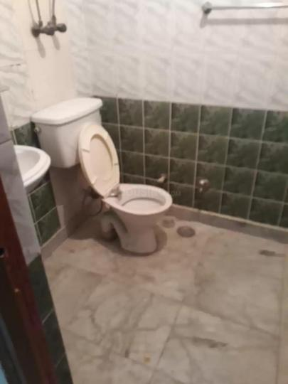 Common Bathroom Image of 2300 Sq.ft 4 BHK Apartment for rent in Sector 5 Dwarka for 30000