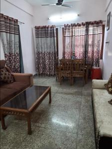 Gallery Cover Image of 1150 Sq.ft 2 BHK Apartment for rent in Kanchan Apartments, Geeta Colony for 23000