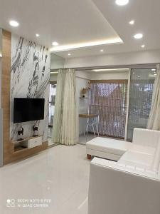 Gallery Cover Image of 560 Sq.ft 1 BHK Apartment for buy in Espree Eminence, Wadgaon Sheri for 4060000