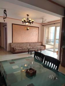 Gallery Cover Image of 1400 Sq.ft 2 BHK Apartment for rent in Sushant Lok I for 38000