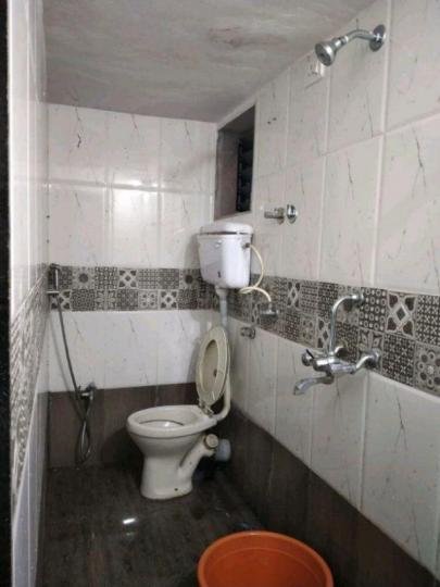 कॉपर खैरने में बाला जी पेइंग गेस्ट के बाथरूम की तस्वीर