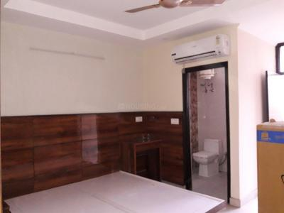 Gallery Cover Image of 300 Sq.ft 1 RK Apartment for rent in DLF Phase 3 for 15000
