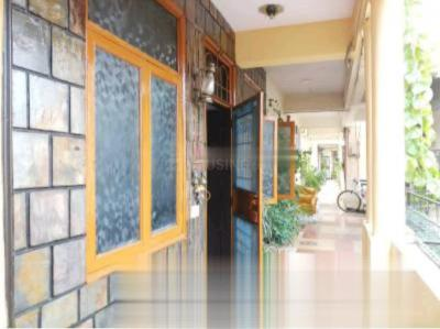 Gallery Cover Image of 975 Sq.ft 2 BHK Apartment for rent in Express Garden, Vaibhav Khand for 17000