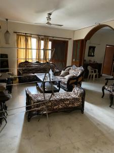Gallery Cover Image of 1230 Sq.ft 2 BHK Apartment for rent in HCL Towers, Sector 62 for 20000