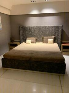 Gallery Cover Image of 4050 Sq.ft 4 BHK Apartment for buy in Andheri West for 170000000