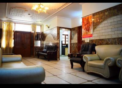 Gallery Cover Image of 1200 Sq.ft 3 BHK Apartment for rent in Model Town for 35000