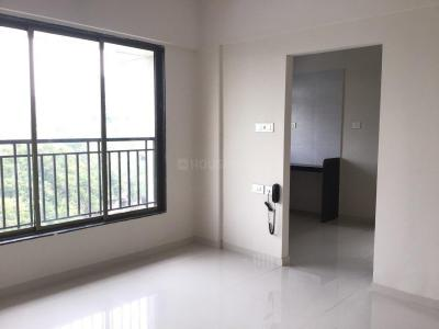 Gallery Cover Image of 650 Sq.ft 2 BHK Apartment for rent in Malad West for 35000