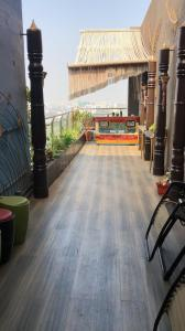 Gallery Cover Image of 1216 Sq.ft 3 BHK Apartment for rent in Rustomjee Oriana, Bandra East for 200000