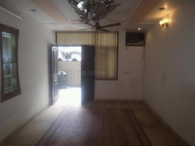 Gallery Cover Image of 2000 Sq.ft 4 BHK Apartment for rent in DDA Flats Mayur Vihar Phase 1, Mayur Vihar II for 37000