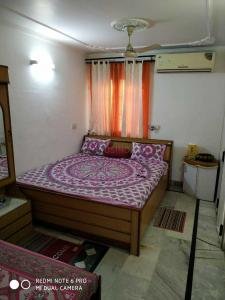 Gallery Cover Image of 850 Sq.ft 2 BHK Apartment for rent in Sector 40B for 15500